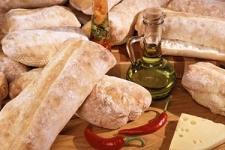 <p>В настоящее время на прилавках магазинов представлен огромный ассортимент хлебобулочных изделий. Хлеба и батоны, булочки&nbsp;и&nbsp;круассаны, пирожки и пончики… Однако хозяйки всё чаще радуют своих домочадцев домашней выпечкой, ведь ее вкус и аромат не сравнится ни с чем.</p><p>В данном разделе мы разместили рецепты хлебобулочных изделий, которые помогут Вам не только освоить новые рецепты, но и усовершенствовать свои навыки в&nbsp;приготовлении домашней выпечки.</p>