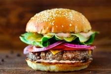 <p>Замороженные полуфабрикаты - идеальный вариант для тех, кто хочет быстро приготовить свой любимый хот-дог или гамбургер в домашних условиях.</p> <p>В ассортименте нашего интернет-магазина вкусные и ароматные булочки, сочные сосиски и бифштексы, а также разнообразные соусы.</p> <p>Имея запас замороженных полуфабрикатову себя в холодильнике Вы всегда сможете порадовать близких свежеприготовленным лакомством!</p>